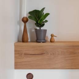 Ballentin Design® / Foto: Anja Bloch-Hamre. Top i massiv eg til væghængt toilet.