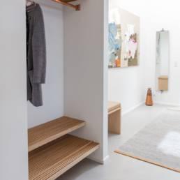 Ballentin Design® / Foto: Anja Bloch-Hamre. Garderobe i massiv eg og kobber.