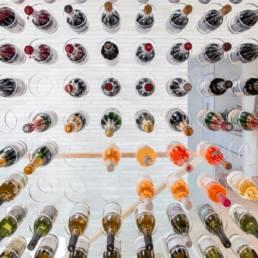 Ballentin Design® / Foto: Anja Bloch-Hamre. Vinrum set indefra. Glas og plexiglas.